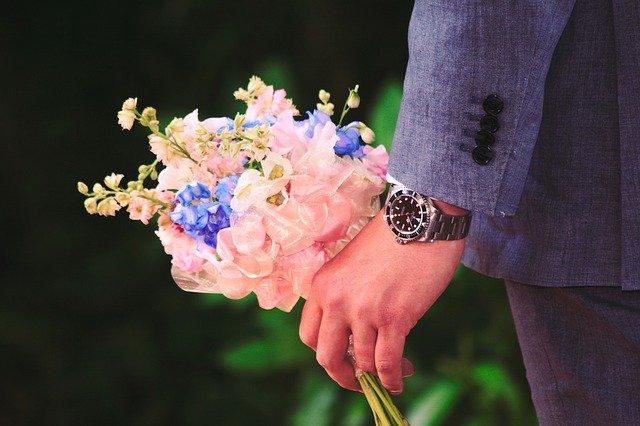 muž s květinou.jpg